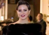 ريهام عبدالغفور تسخر من إطلالتها (شاهد)