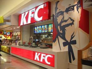 "ممارسات مقززة داخل أحد مطاعم "" KFC"" (فيديو)"