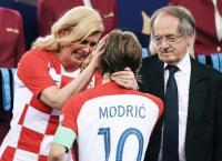 كيف تحولت رئيسة كرواتيا الى محط انظار العالم؟ (صور)
