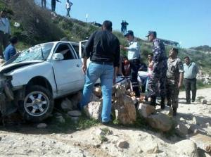 اصابتان بتدهور مركبة على طريق البترول بإربد