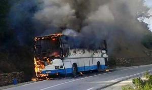 احتراق حافلة سياح على طريق البحر الميت