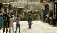 المخيمات الفلسطينية بلبنان تعتصم احتجاجا على قرارات العمل