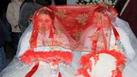 حفل زفاف لشقيقتين دون عريس (فيديو)
