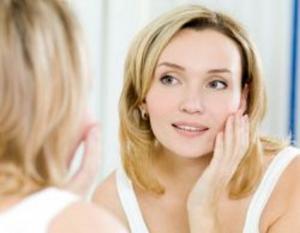 لن تصدّقي تأثير العسل الأسود على بشرتكِ!