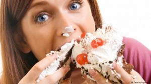 تعرف على مخاطر الأكل السريع