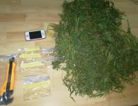 القبض على 6 مروجي مخدرات بمداهمات في البلقاء (صور)