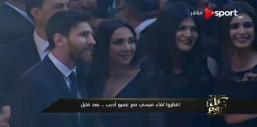 قبلات فتيات الفرقة الموسيقية لميسي تثير استياء المصريين