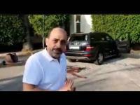 محتجون لبنانيون يحطمون مركبة أردني ويسرقون وثائقه (فيديو)