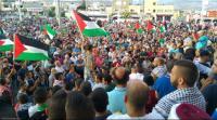 عاملون في قطاعات السياحة والأفراح بفلسطين يحتجون
