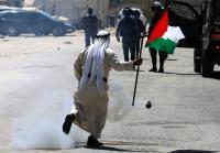 الإحتلال يقمع وقفة تضامنية مع الأسرى بسجن عوفر