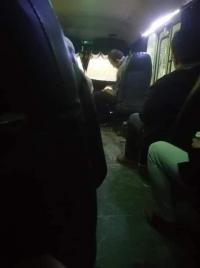 """سائق يغسل حافلته وبداخلها ركاب بـ """"محطة الغسيل""""!"""