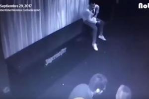 شاب يخسر حياته لدفاعه عن فتاة (فيديو)