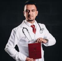 الدكتور أحمد الفشيكات الازايدة الف مبارك التخرج