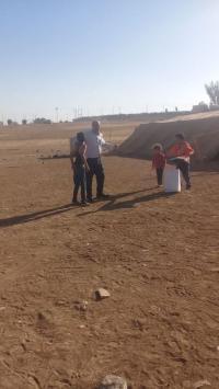توزيع طرود الخير على الأسر المحتاجة بمادبا (صور)