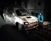 مستوطنون يعتدون على مركبات فلسطينية ويخطون شعارات عنصرية بنابلس (صور)