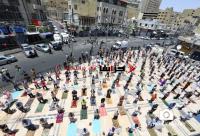 هكذا أدى الأردنيون صلاة الجمعة اليوم (صور)