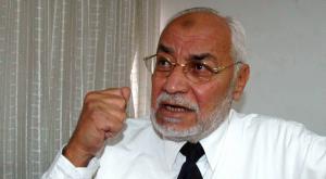 وفاة مرشد عام الإخوان المسلمين السابق بمصر محمد عاكف داخل السجن