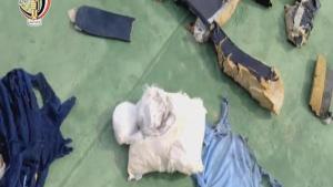 مصر: أشلاء الضحايا ترجح فرضية انفجار الطائرة المنكوبة