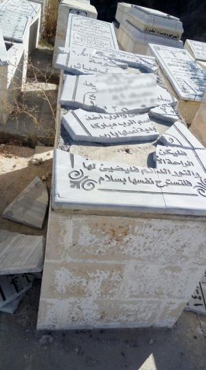 مجهولون يحطمون قبورا في اربد (صور)