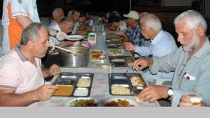 سكان قرية تركية يفطرون معاً كل يوم منذ 200 عام!