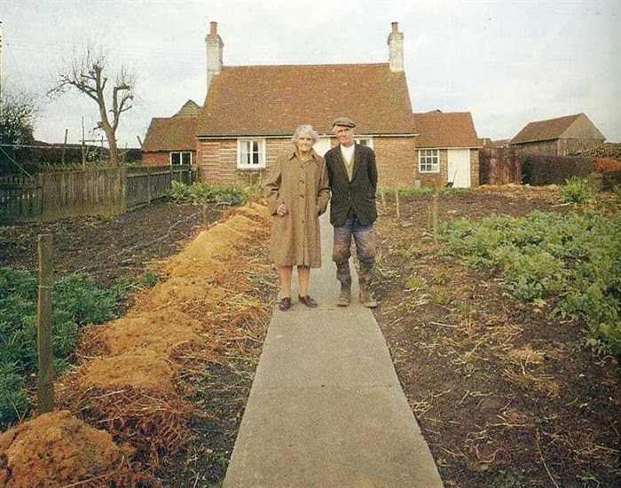 زوجان مسنان يأخذان الصورة نفسها image.php?token=579a1862fb6864c5cbcd8ecad0f0a615&size=