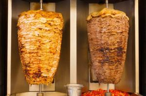 "جرش ..  ""ديدان"" بمعمل ألبان وإغلاق مطعم شاورما"