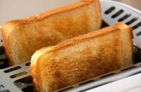 تحذير من تحميص الخبز
