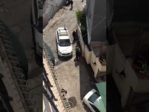شرطة الإحتلال تعتدي على فتاة وشابين في العيسوية (فيديو)