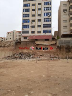 اخلاء 14 عائلة جراء انهيار جدار استنادي لبناية في الزرقاء (وثيقة)