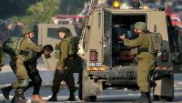 الاحتلال يعتقل 14 مواطنًا بحملة مداهمات بالضفة