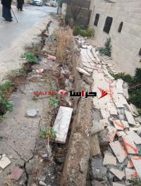 انهيار جدار على أحد المنازل بعين الباشا (فيديو وصور)