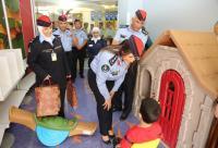 الامن يشارك الأطفال المرضى بمستشفى الملكة رانيا فرحتهم بالعيد