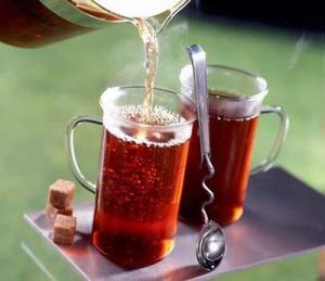 """طقم """"كاسات شاي"""" لمكتب وزير عمل بقيمة 180 ديناراً"""