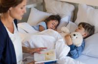 """كيف تساهم """"قصة ما قبل النوم"""" في تهدئة طفلك؟"""