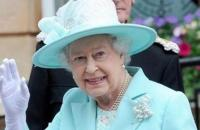 ملكة بريطانيا تعيد دمية مفقودة لطفلة أسترالية (فيديو)