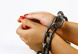 القبض على فتاتين بحقهن 18 طلباً في الزرقاء