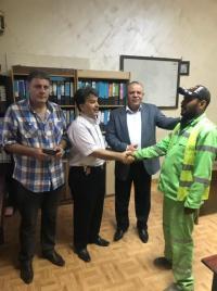 تكريم عامل وطن اعاد مبلغ مالي لصاحبه
