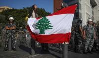 لوموند: لبنان يتغير من دون عنف رغم تمسك قادته بالحيل القديمة