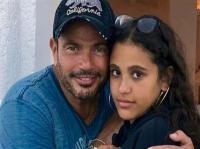 إبنة عمرو دياب تثير الجدل بإحتضانها شاباً (صور)