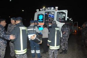 اصابة 27 شخصا بتصادم حافلة وشاحنة بالعقبة