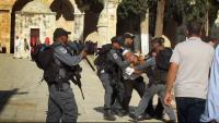 الإحتلال يعتقل أحد حراس الأقصى التابعين لوزارة الأوقاف