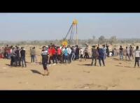 58  إصابة بقمع جمعة حرق العلم الصهيوني (فيديو)