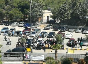 سائقو واصحاب الشاحنات يعتصمون امام وزارة الداخلية