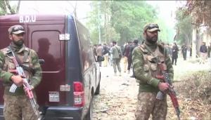 مقتل 4 أشخاص بإطلاق نار داخل مسجد بباكستان