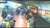 امرأة تنجو من الموت بأعجوبة بعد أن سقطت أمام قطار (فيديو)