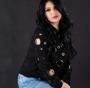 فنانة عربية تقع في حب لص سرق منزلها بعمان (صور)