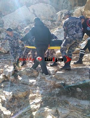شاهد انقاذ شخص سقط بمنطقة وعرة في ذيبان (صور)