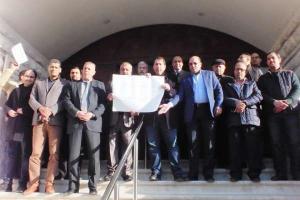 """""""الصحفيين"""" تلوح باجراءات تصعيدية امام الرئاسة (صور)"""
