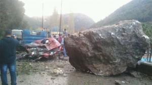 وفاة فتاة بانهيار  صخرة على منزل ذويها
