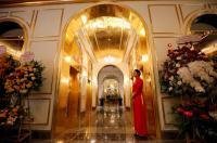 بالصور ..  فندق مطلي بألف كيلو غرام من الذهب في فيتنام